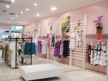 怎样时尚的设计服装店店面装修效果图
