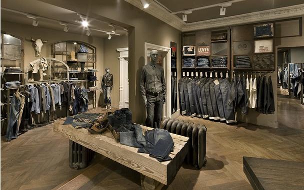 这些男装店面装修效果图是不是都是以一些比较稳重的装修设计风格呢?