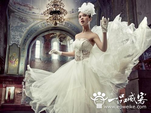 挑选婚纱礼服要注意的细节点 做到这些就能找到你的完美婚纱