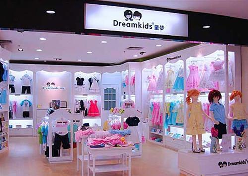 童装店室外装修设计主要包括外观的装修设计,出入口的装修设计,招牌的