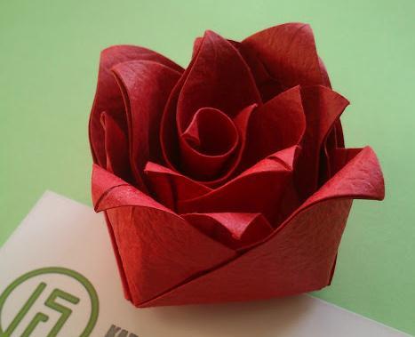 情人节手工创意贺卡制作中折纸花制作教程