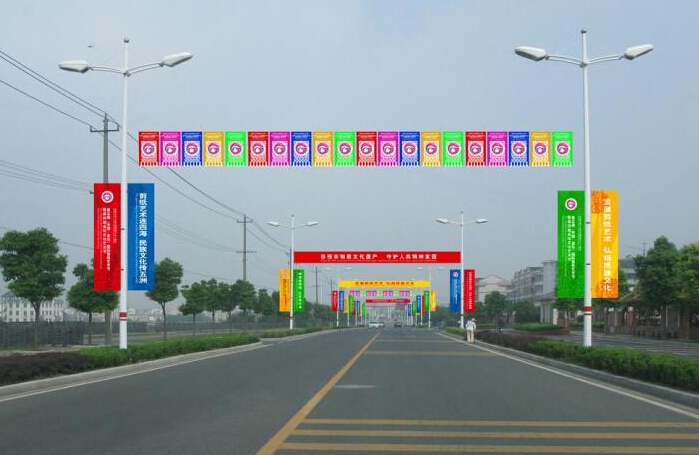 馬路廣告橫幅設計制作的方法