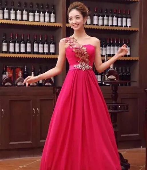 优雅的晚礼服设计图欣赏与说明
