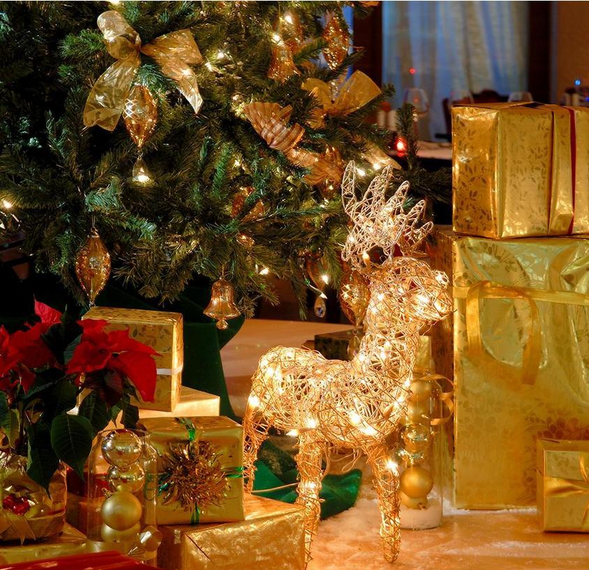 三个圣诞节酒店店面装饰方法