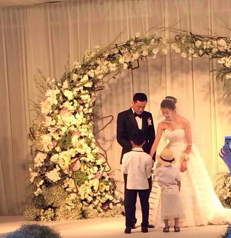 小型华丽婚礼策划方案,如何准备一场浪漫的婚礼