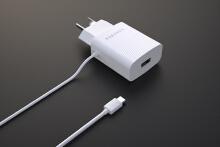 白色插头充电器