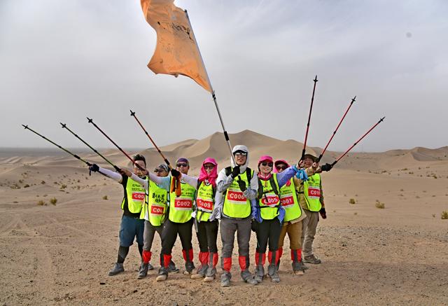 一品威客团队敦煌沙漠穿越挑战赛成功举行