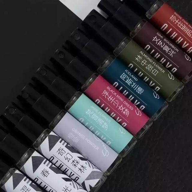 2019简约时尚的香水包装设计案例欣赏