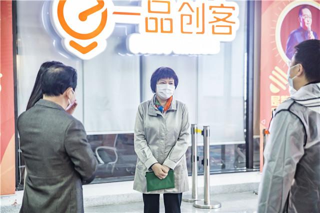 厦门市人大常委会副主任陈紫萱莅临一品威客调研
