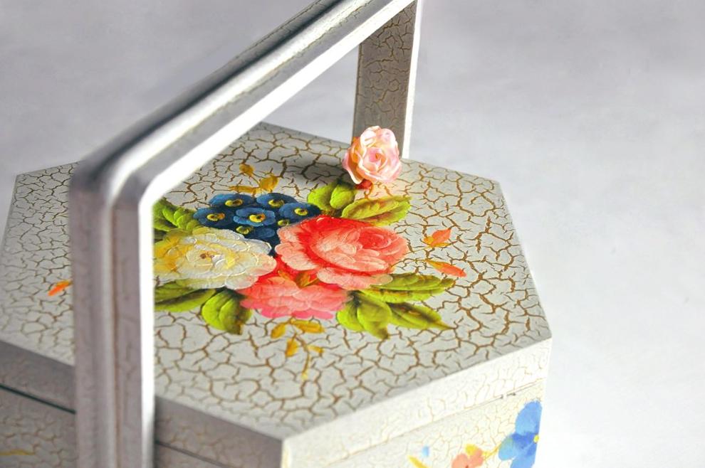 彩绘提梁盒