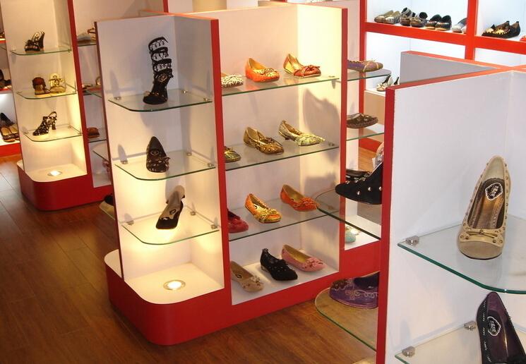女鞋店门面装修设计的方法