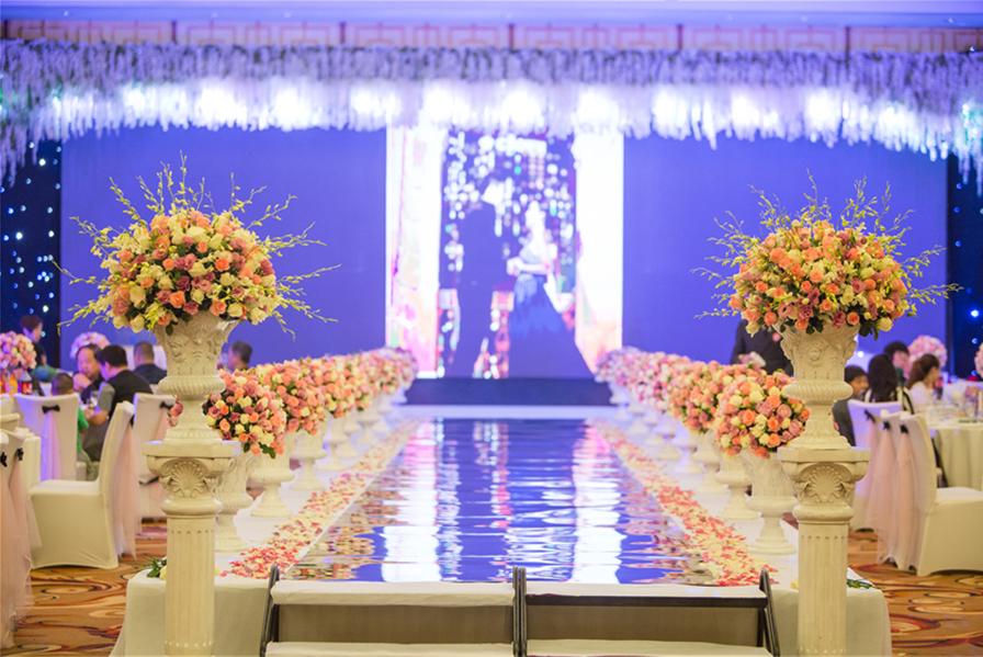 草坪婚礼策划案例欣赏,如何举行一场草坪上的婚礼