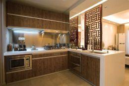 现代中式风格家庭厨房整体橱柜隔断装修效果图