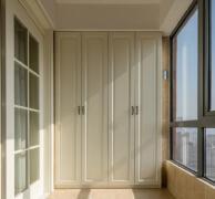 老木工家阳台从不做柜子,他们喜欢这样装,硬生生多出一间房!