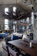 空间装饰很粗狂地个性酒吧设计欣赏