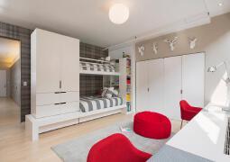 简单明了的双人床单身公寓寝室设计