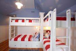 红白格调单身寝室设计效果图欣赏