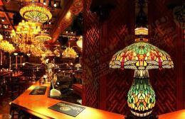 灯红酒绿的酒吧墙面装饰图片欣赏