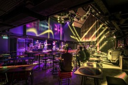泰国街头风音乐酒吧设计
