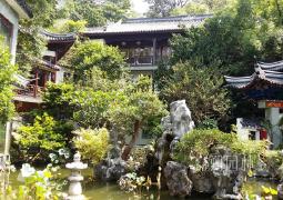 别墅花园围墙设计要点及材料选择