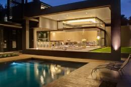 约翰内斯堡豪华舒适的极简风格别墅设计