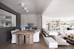 西班牙Vivienda en Llaveneres公寓白色装修设计