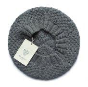 一款保暖的修身套头羊绒时装品牌VI设计