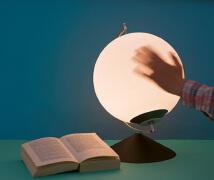 手动发电的LED台灯设计欣赏