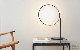 创意台灯设计,适合很多不同家居风格的空间。