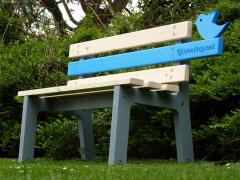 Twitter椅子 连接实体与虚拟社区