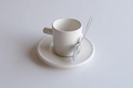 杯具套件设计,碟和勺能紧密相连。