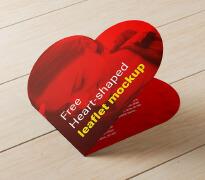 简约风格的红色爱心形折页设计作品