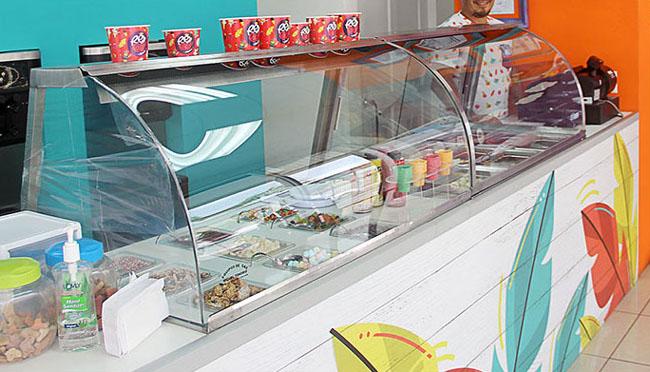 国外活泼多彩的REY CACAQ冰淇淋品牌vi形象设计作品