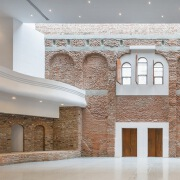"""罗马尼亚建筑师修复废弃的""""文化宫"""""""